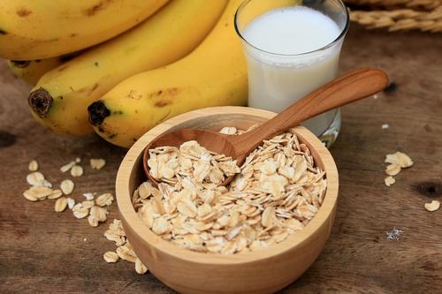 Oats, Banana and Milk Scrub